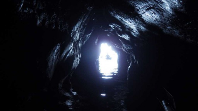Parfois les grottes deviennent profondes