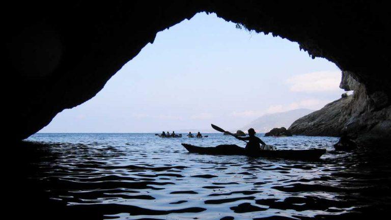 Vue d'une large grotte