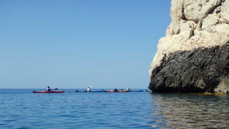 Kayakistes comblés rentrant à bon port