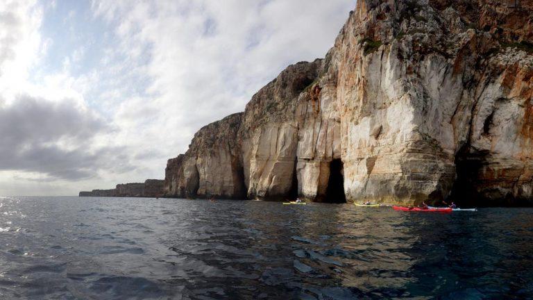 Falaises et grottes à gogo