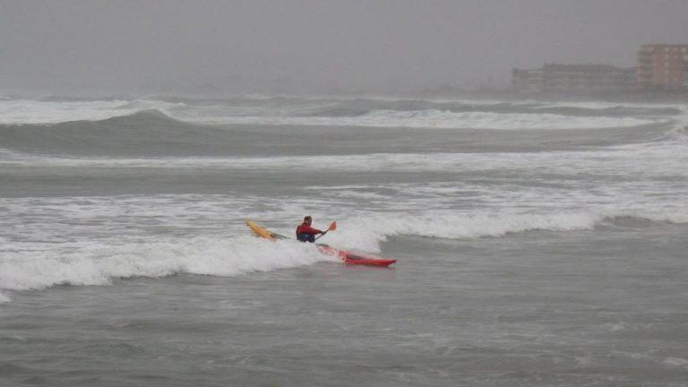 Un peu de houle, l'occasion d'aller surfer
